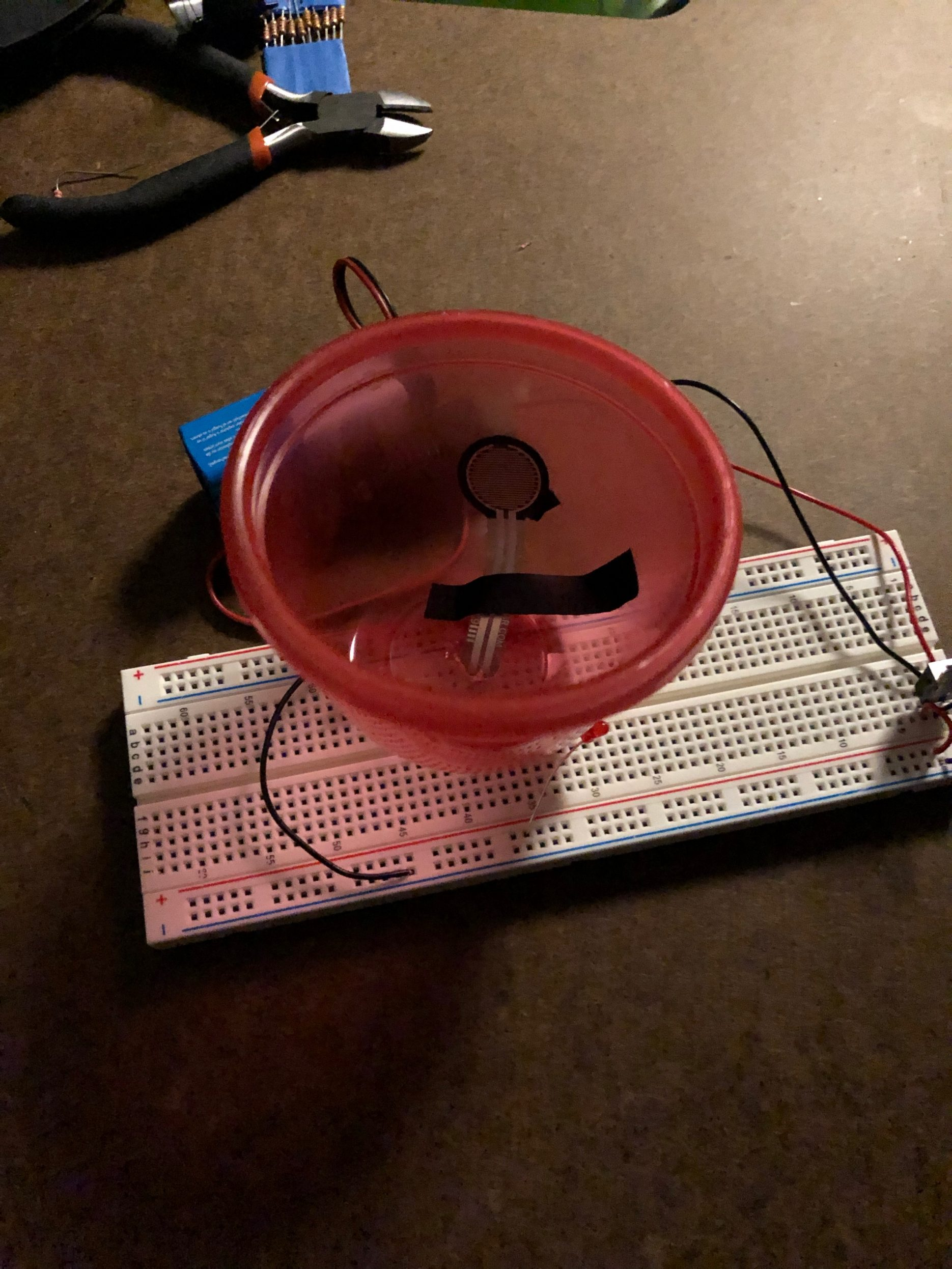 Bowl with tactile pressure sensor